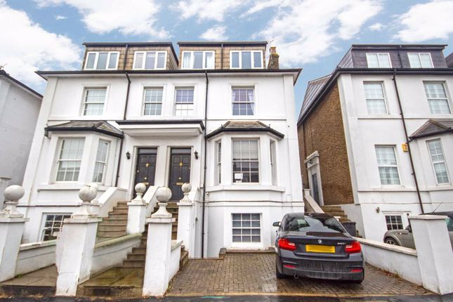 Studio to rent in Cholmley Villas, Portsmouth Road, Thames Ditton KT7