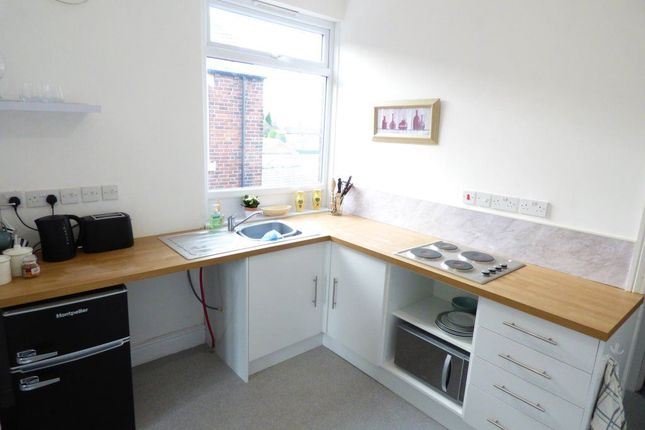 Thumbnail Studio to rent in Hill Top, Knottingley