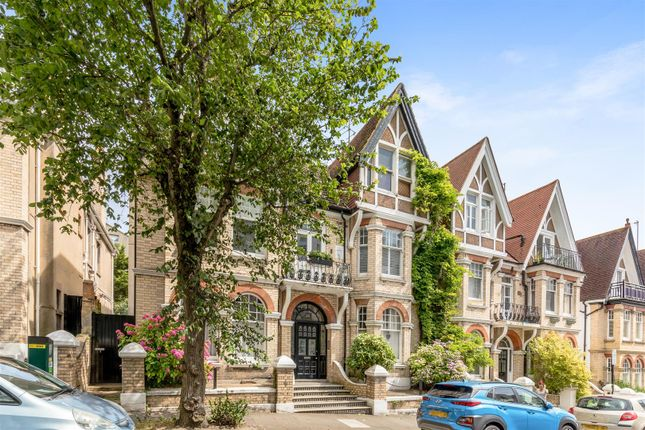 2 bed flat for sale in Cambridge Road, Hove BN3