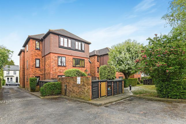 2 bed flat for sale in Earlswood Road, Redhill