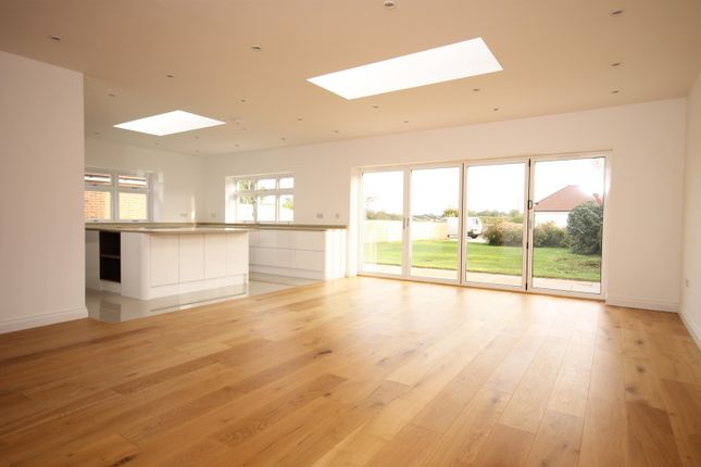 4 bed property to rent in Stane Street, Westhampnett, Chichester