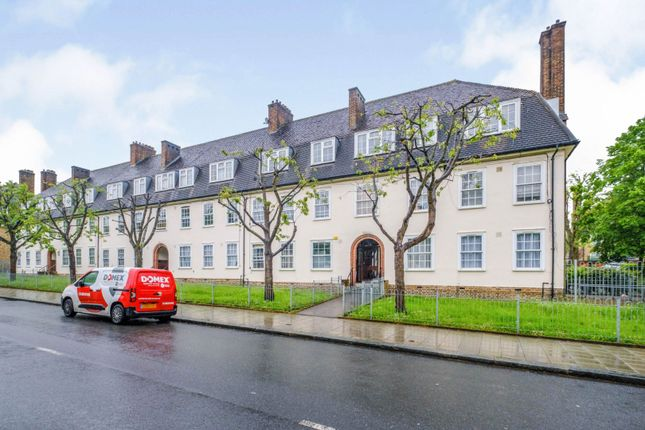 2 bed flat for sale in Dunfield Road, London SE6