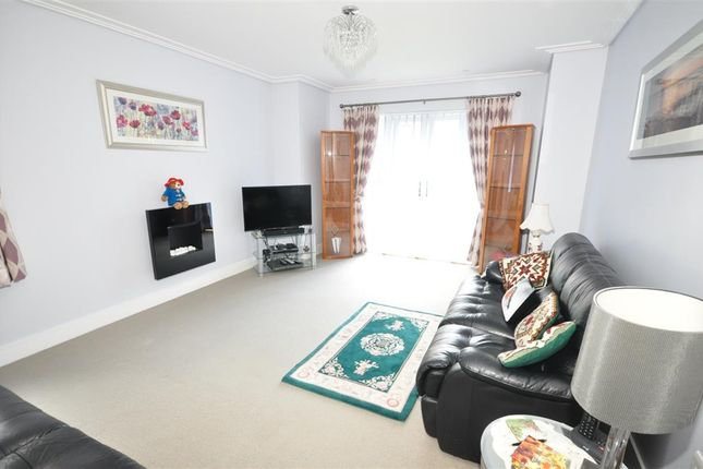 Thumbnail Flat for sale in Highwood Crescent, Horsham, West Sussex