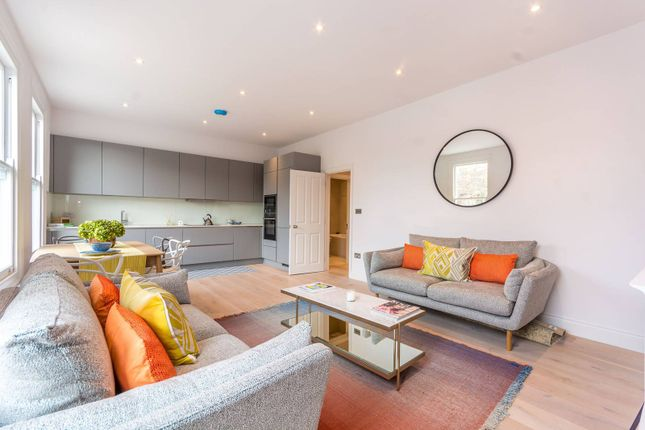 Thumbnail Flat to rent in Avenell Road, Arsenal