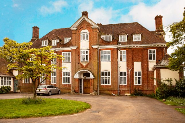 Thumbnail Flat to rent in Swallowfield Road, Arborfield, Reading