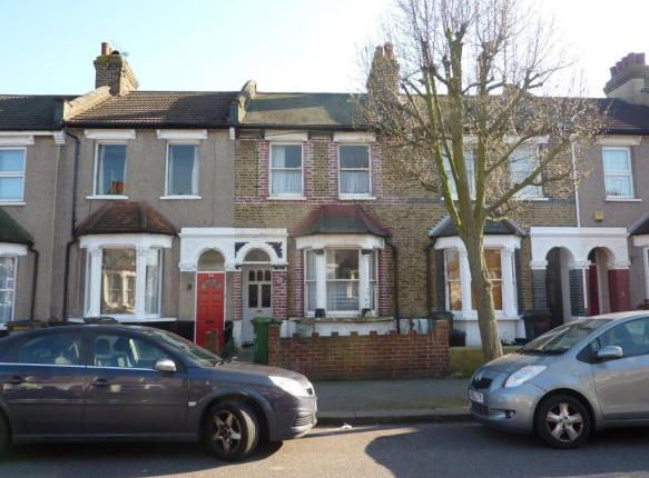 Thumbnail Flat to rent in Dundee Road, South Norwood