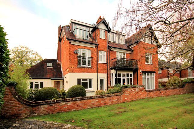 Thumbnail Maisonette for sale in Pembroke Rd, Woking, Surrey