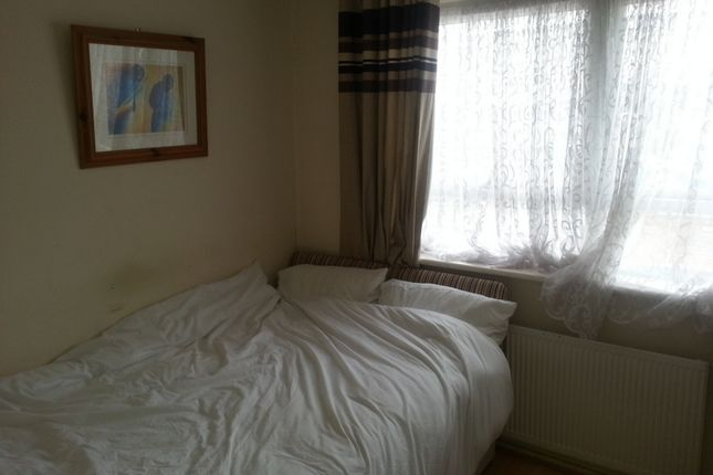 Thumbnail Room to rent in Winsor Close, West Norwood