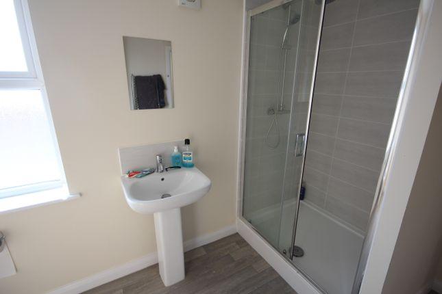 Thumbnail Shared accommodation to rent in Regent Street, Wrexham