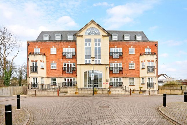 Thumbnail Flat for sale in Elmers Court, Post Office Lane, Beaconsfield