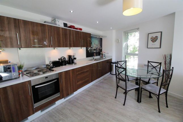 Thumbnail Flat for sale in Bradfield Close, Woking