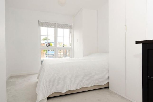 Bedroom of Cornwall Avenue, London N3