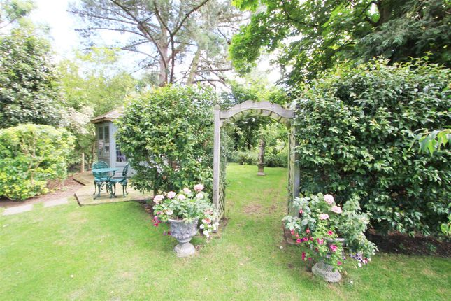 Garden 4 of Thornhill Road, Ickenham, Uxbridge UB10