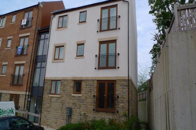 Greenlea Court, Dalton, Huddersfield HD5
