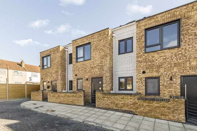 Thumbnail Terraced house for sale in Canmore Gardens, London
