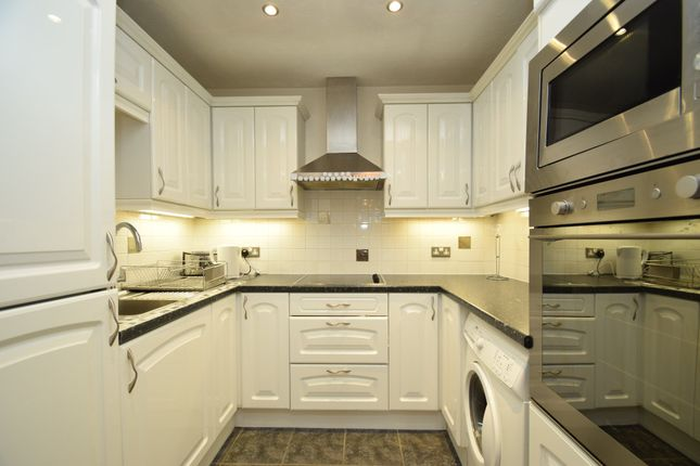 Thumbnail Flat for sale in Kingsway, North Finchley