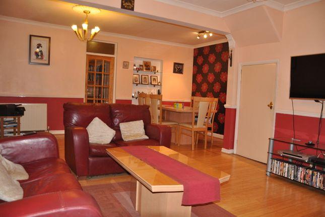Living Room of Greenford Avenue, Southall UB1