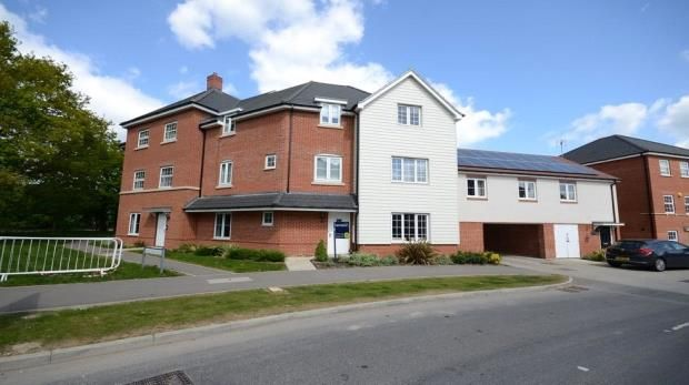 Thumbnail Flat for sale in Clover Rise, Woodley, Reading