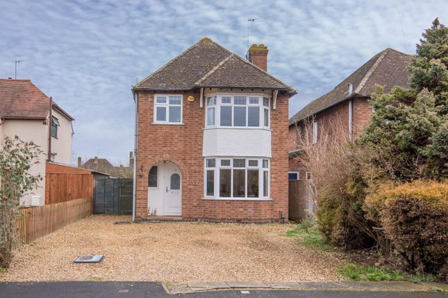 Thumbnail Detached house for sale in Hathaway Green Lane, Stratford-Upon-Avon