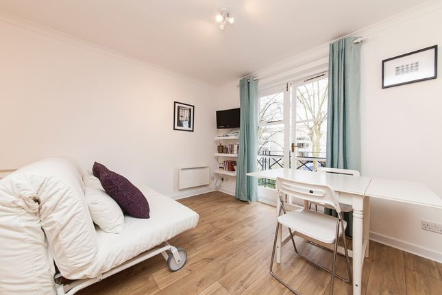 Thumbnail Flat to rent in Brompton Park Crescent, Fulham