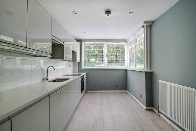 3 bed maisonette for sale in St Johns Way, London