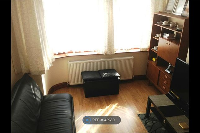 Thumbnail Room to rent in Laburnum Road, Hayes