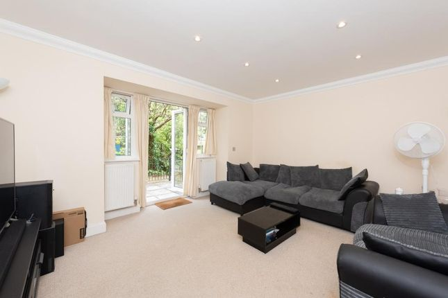 2 bed flat for sale in Wokingham, Wokingham RG41