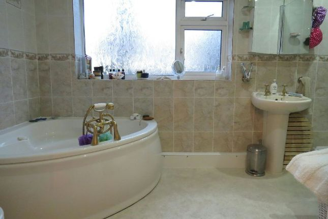 Bathroom of The Grove, Winscombe BS25