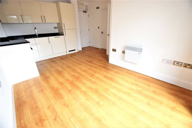 Thumbnail Flat to rent in Swan Court, Waterhouse Street, Hemel Hempstead, Hertfordshire