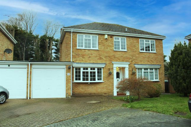 4 bed link-detached house for sale in Mountfield Close, Meopham, Gravesend DA13