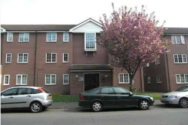 2 bed property to rent in Countess Road, Northampton