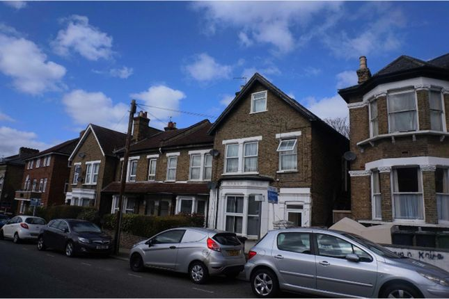 3 bed flat for sale in George Lane, Lewisham
