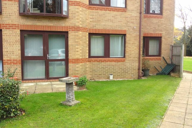 2 bedroom flat for sale in Lansdowne Gardens, Bournemouth