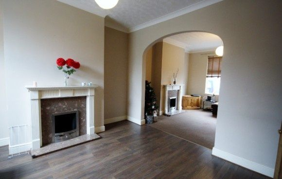 4 bed town house to rent in Regent Street, Kettering