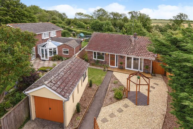 Thumbnail Bungalow for sale in Main Street, Grove, Wantage