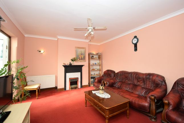 Thumbnail Flat for sale in Woodford Avenue, Gants Hill