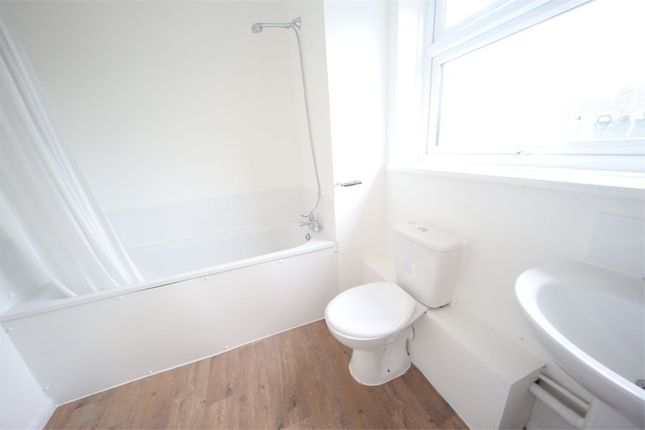 2 bed maisonette to rent in Cherwell Close, Langley SL3