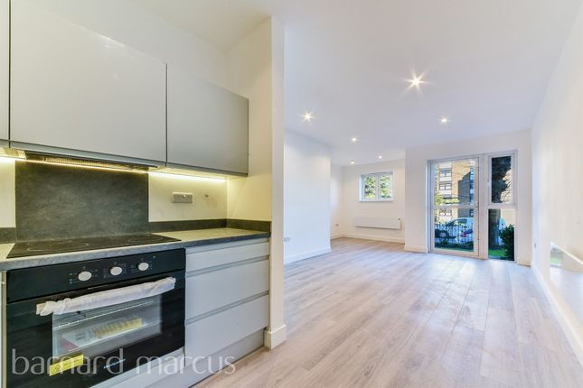 Thumbnail Flat for sale in Cranley Gardens, Wallington
