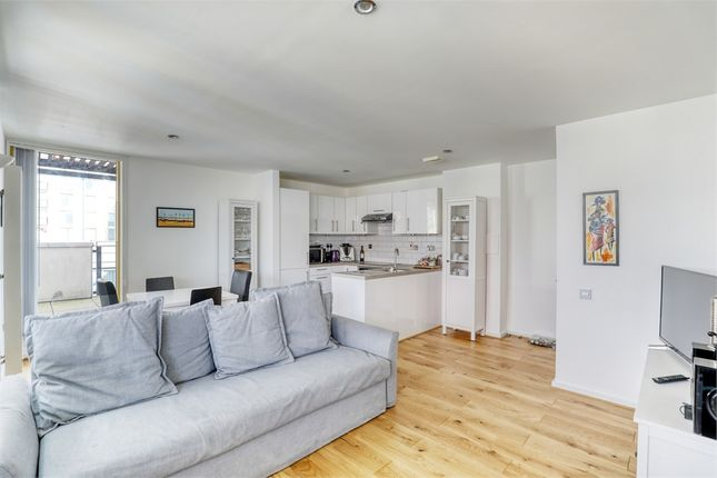 Thumbnail Flat for sale in Cottrell Court, Hop Street, London