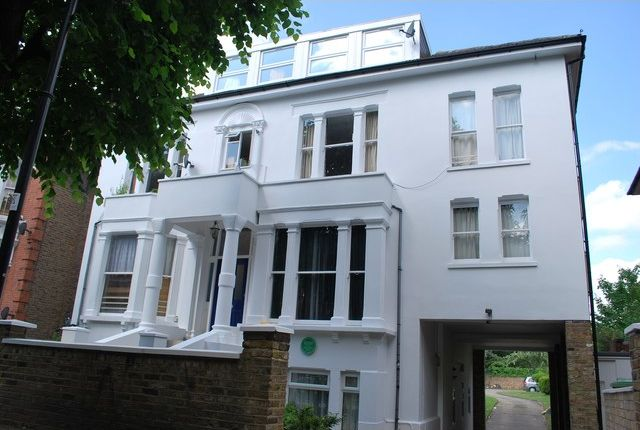 Thumbnail Flat to rent in 16 Avenue Crescent, Acton, Acton Town