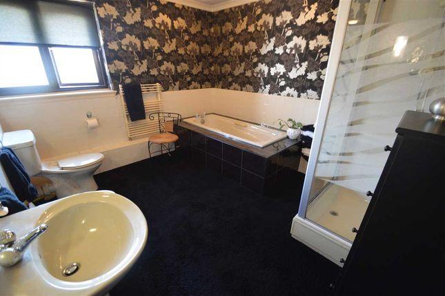 Bathroom of South Park Grove, Hamilton ML3