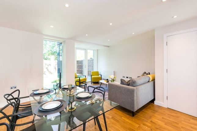 Thumbnail Property for sale in Kings Avenue, Balham