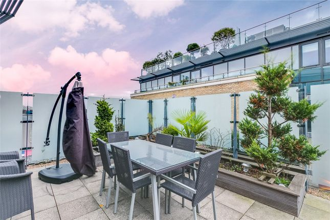Apartment 68, Strand House, 8 Kew Bridge Road, Brentford, Middlesex TW8, 3  Bedroom Flat For Sale   47107573 | PrimeLocation