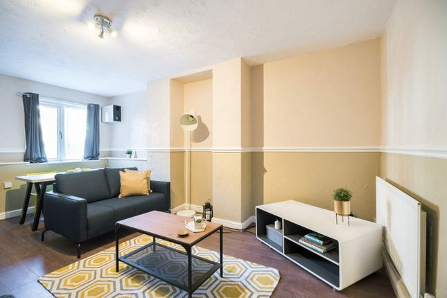 Thumbnail Flat to rent in Flat 1, 207 Hyde Park Road, Hyde Park