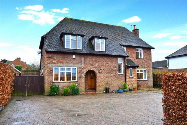 Thumbnail Detached house to rent in Fairfield Lane, Farnham Royal, Buckinghamshire