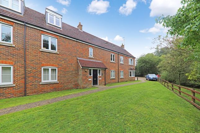 3 bed flat for sale in Springwell Lane, Rickmansworth WD3