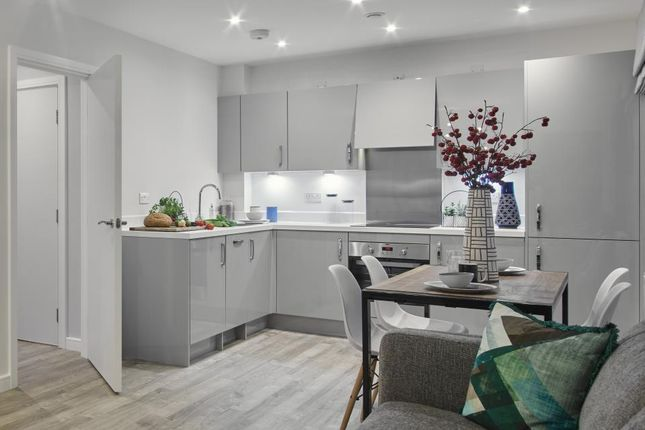 Thumbnail Flat for sale in Sterling Square, Bracknell