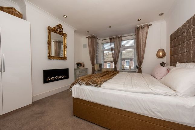 Photo 5 of Russell Rise, Luton LU1