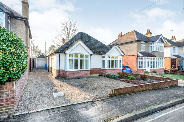 Thumbnail Bungalow to rent in Chingford Avenue, Farnborough