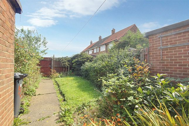 Picture No. 05 of Chelmsford Close, Hull, East Yorkshire HU9